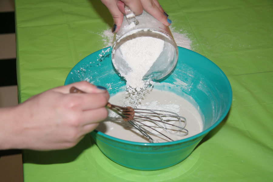How do you make paper mache glue